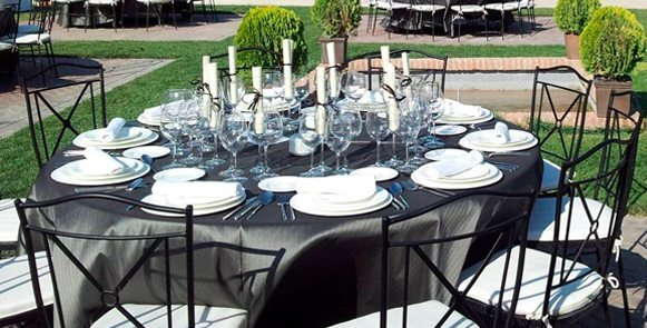 La mantelería y las fundas de sillas apropiadas para cada celebración